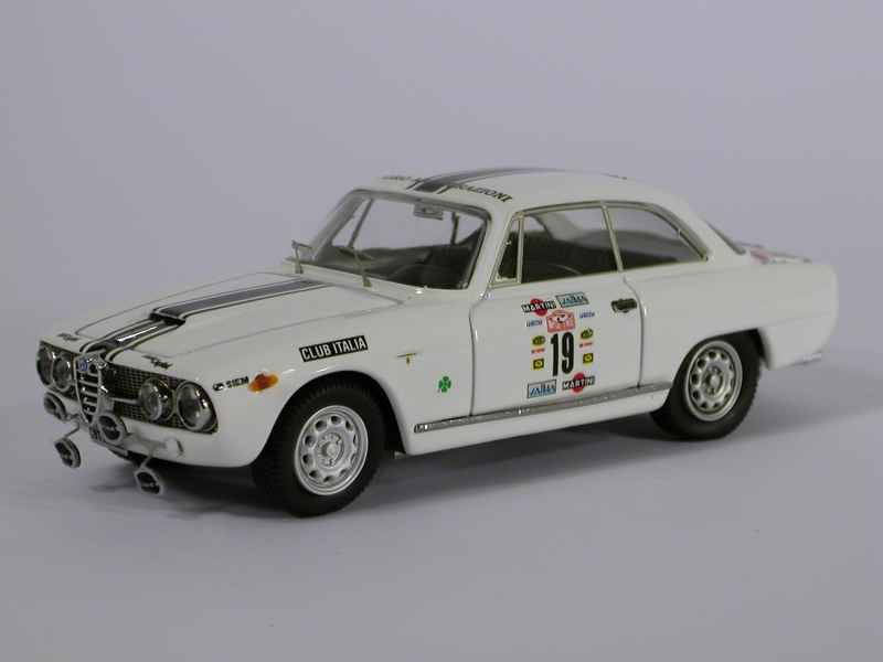40133 Alfa Romeo 2000 Sprint 1987