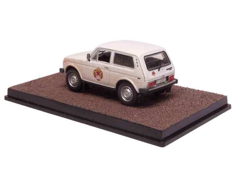 lada niva 4x4 james bond 007 x press f 1 43 autos miniatures tacot. Black Bedroom Furniture Sets. Home Design Ideas