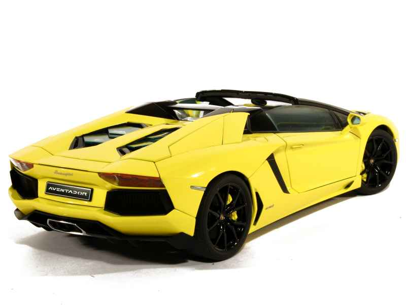 lamborghini aventador lp 700 4 roadster 2013 autoart 1 18 autos miniatures tacot. Black Bedroom Furniture Sets. Home Design Ideas